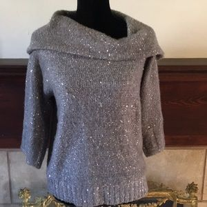 Sweaters - 🦊 Silver lightweight sequined sweater.